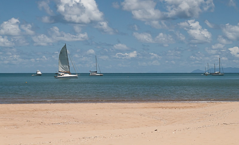 Magnetic Island | Segelboote am Strand