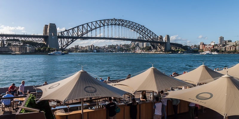 Die Terrasse der Opera Bar vor der Harbour Bridge